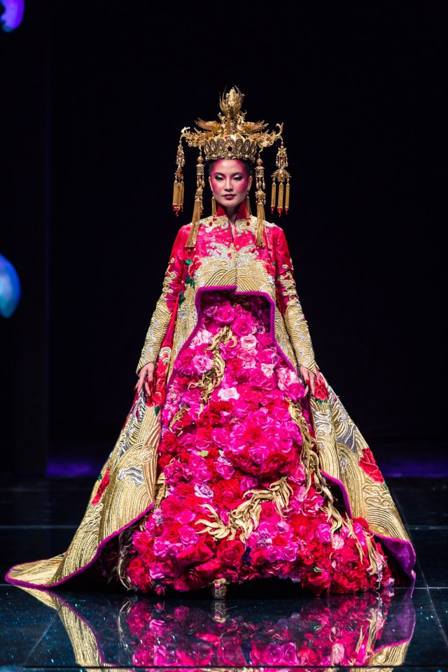 haute couture fashion s chinese connection After paris in january, the spring-summer 2018 haute couture collection created by maria grazia chiuri, artistic director for dior women's collections, was recently presented in shanghai.